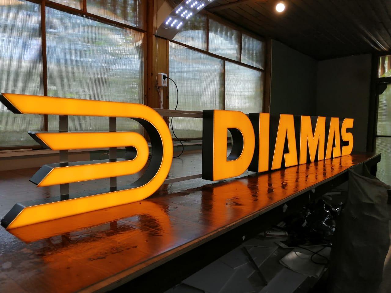 Diamas