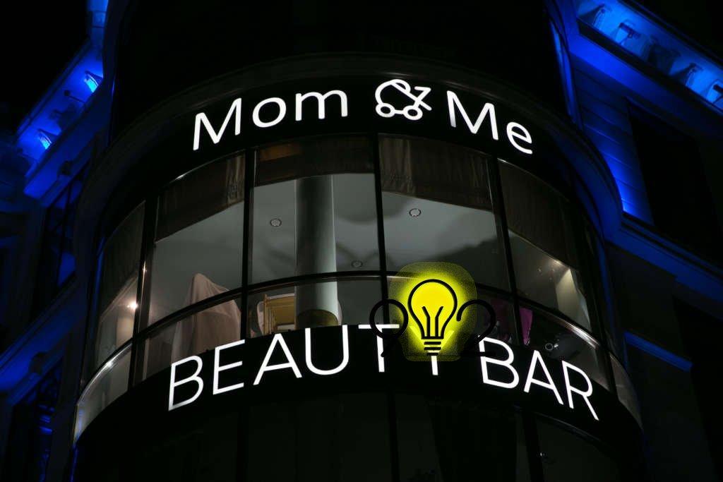 Вывеска для бутика «Mom & me» и вывеска БЬЮТИ БАР.